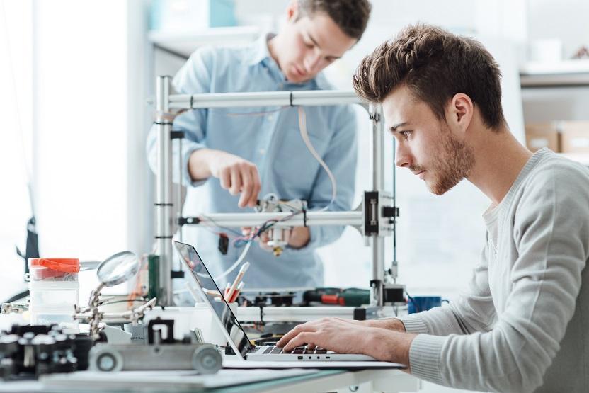 الرقمنة تتطلب تحويل الشباب العربي إلى منتجين للتكنولوجيا
