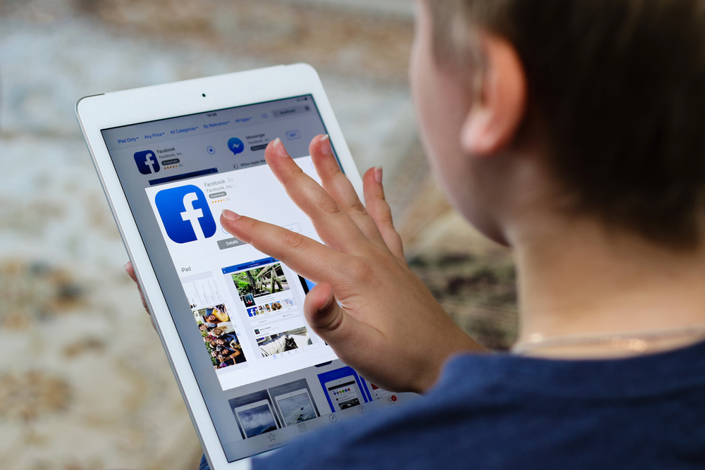 Facebook Joins Other Tech Giants In Employing Journalists To Curate News