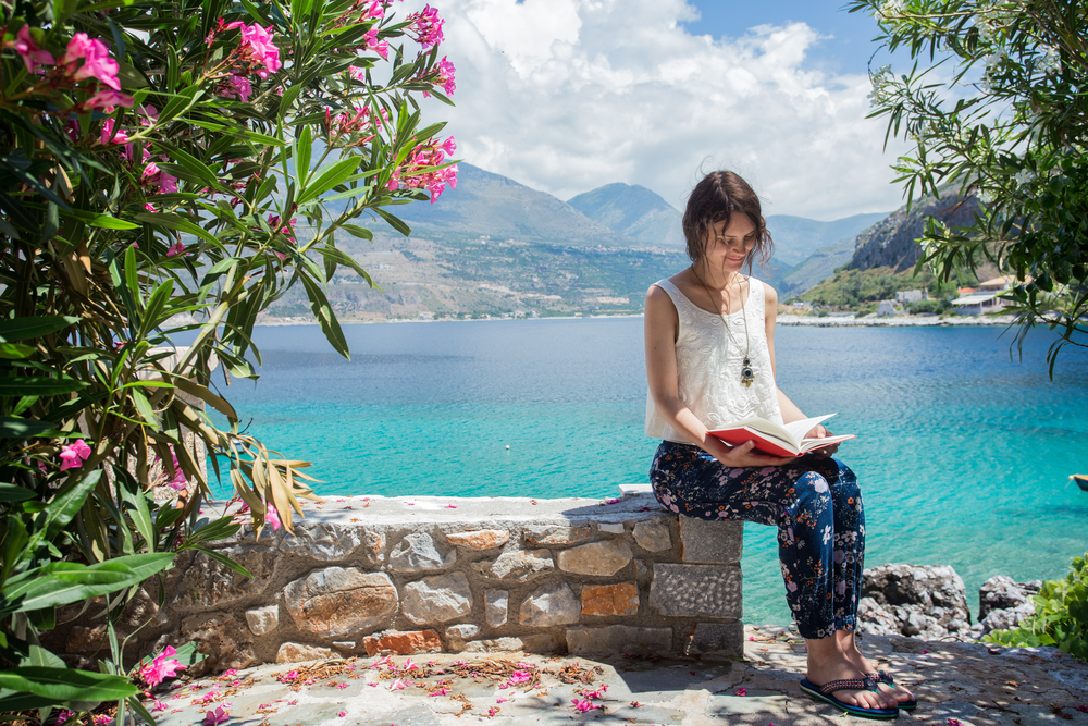 Best 5 Books To Read While Travelling