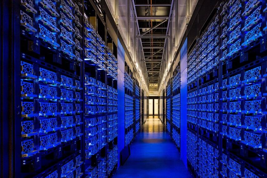 (IBM) تشعل المنافسة على الخدمات السحابية في الشرق الأوسط