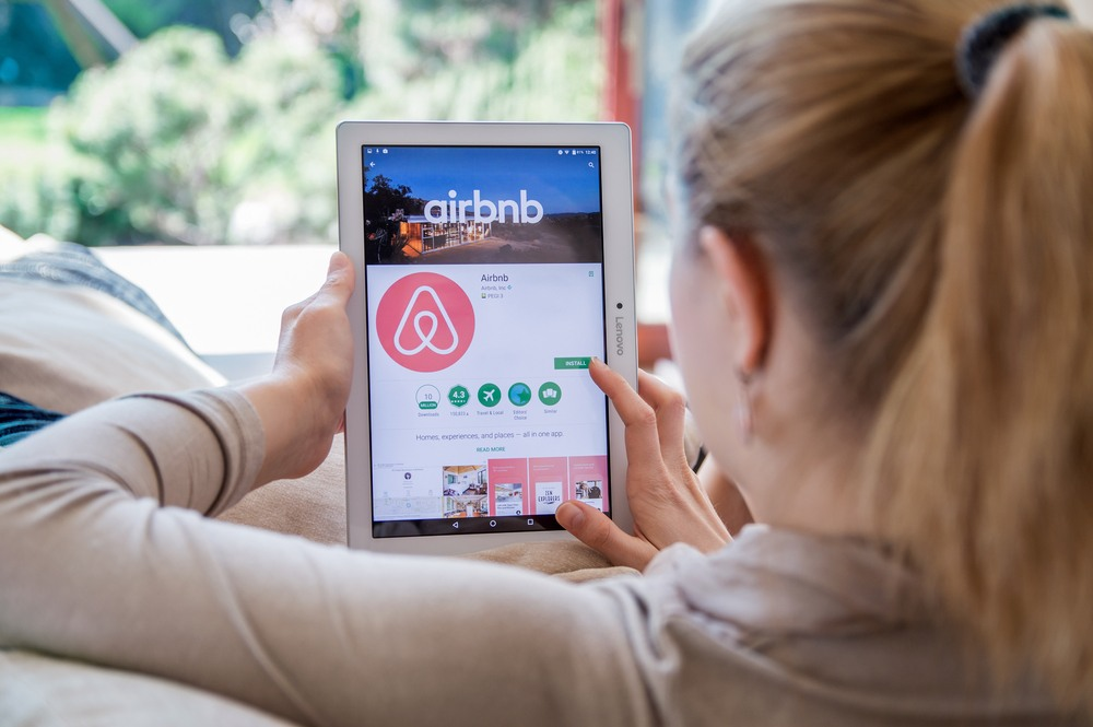 With IPO Plans Looking Shaky, Airbnb Raises $1 Billion In Funding