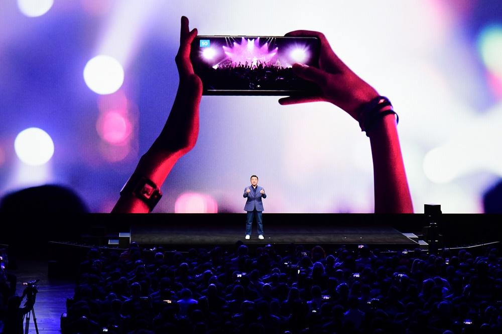 سامسونغ تهاجم بقوة مع هواتف غالاكسي قابلة للطي بتقنية الجيل الخامس